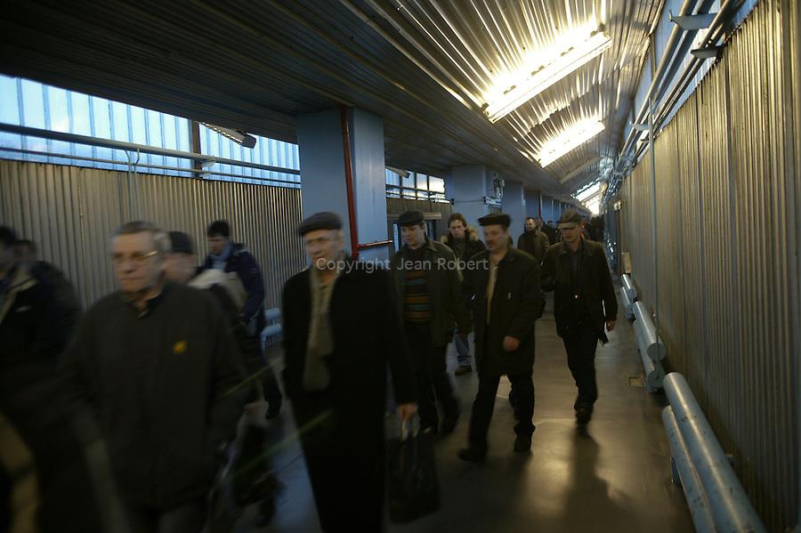 Chernobyl, Ukraine. Exclusion zone of 10 km around the Chernobyl plant. Train used byt the workers between  the new city of Slavoutich and the Tcernobyl.reactor tcernobyl, Ukraine...Tchernobyl, Ukraine. Zone d'exclusion des 10 km autour de la centrale de Tchernobyl. Train reliant la nouvelle ville de Slavoutich et la centrale de Tcernobyl. Train utilisé par le personnel de la centrale.Tcernobyl, Ukrainia