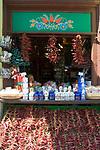 HUN, Ungarn, Budapest: Paprika, ungarische Spezialitaet, getrocknete Gewuerze werden zum Verkauf angeboten   HUN, Hungary, Budapest: bell pepper, Hungarian speciality, dried spices for sale