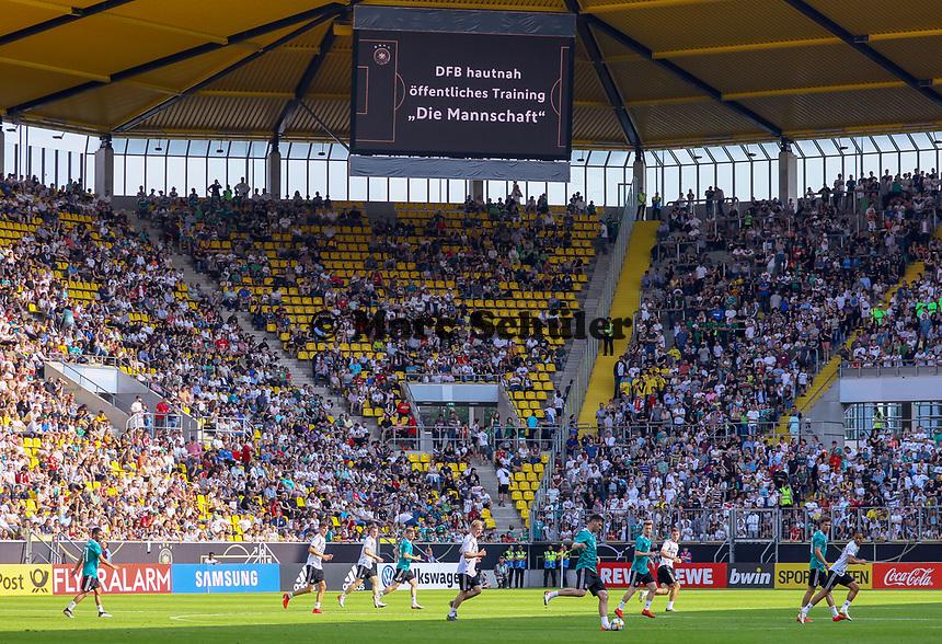 zahlreiche freie Plätze im Stadion beim öffentlichen Training - 05.06.2019: Öffentliches Training der Deutschen Nationalmannschaft DFB hautnah in Aachen