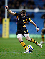 Photo: Richard Lane/Richard Lane Photography. London Welsh v London Wasps. 29/12/2012. Wasps' Nick Robinson kicks.