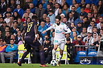 Isco Alarcon of Real Madrid (R) fights for the ball with Moussa Sissoko of Tottenham Hotspur FC (L) during the UEFA Champions League 2017-18 match between Real Madrid and Tottenham Hotspur FC at Estadio Santiago Bernabeu on 17 October 2017 in Madrid, Spain. Photo by Diego Gonzalez / Power Sport Images