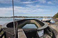 Europe/France/Bretagne/35/Ille et Vilaine/Le Minihic-sur-Rance : La cale sèche de la Landriais : implantée dans le chantier naval situé en bord de Rance, elle a été construite en 1908 par le constructeur naval François Lemarchand. L'ouvrage a été inscrit par arrêté du 8 août 1996