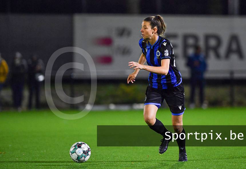 Brugge's Nicky Van Den Abbeele pictured during a female soccer game between Sporting Charleroi and Club Brugge YLA on the fourth matchday of the 2020 - 2021 season of Belgian Scooore Womens Super League , friday 9 nd of October 2020  in Marcinelle , Belgium . PHOTO SPORTPIX.BE | SPP | DAVID CATRY