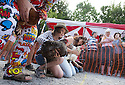 06/08/16<br /> <br /> ***WITH VIDEO***<br /> <br /> Crowds cheer on hens as they compete at the World Hen Racing Championship outside the Barley Mow pub in Bonsall near Matlock Bath, in the Derbyshire Peak District.<br /> <br /> All Rights Reserved, F Stop Press Ltd. +44 (0)1773 550665