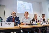 """Pressekonferenz der Menschenrechtsorganisation """"Terre des Femmes"""" am Donnerstag den 23. August 2018 in Berlin, anlaesslich ihrer Petition """"Den Kopf frei haben!"""", die sich fuer ein Verbot des sogenannten """"Kinderkopftuch"""" fuer Maedchen unter 18 Jahren einsetzt. Fuer Terre des Femmes ist das Kinderkopftuch der Missbrauch von Kindern fuer eine Religion und eine Kinderrechtsverletzung.<br /> Ziel der Unterschriftensammlung fuer die Petition sind 100.000 Unterschriften.<br /> Im Bild vlnr.: Ali Ertan Toprak, Praesident der Bundesarbeitsgemeinschaft der Immigrantenverbaende; Christa Stolle, Bundesgeschaeftsfuehrerin, Terre des Femmes; Prof. Dr. Susanne Schroeter, Direktorin des Frankfurter Forschungszentrum Globaler Islam; Seyran Ates, Rechtsanwaeltin und Imamin an der liberalen Ibn-Rushd-Goethe-Moschee in Berlin.<br /> 23.8.2018, Berlin<br /> Copyright: Christian-Ditsch.de<br /> [Inhaltsveraendernde Manipulation des Fotos nur nach ausdruecklicher Genehmigung des Fotografen. Vereinbarungen ueber Abtretung von Persoenlichkeitsrechten/Model Release der abgebildeten Person/Personen liegen nicht vor. NO MODEL RELEASE! Nur fuer Redaktionelle Zwecke. Don't publish without copyright Christian-Ditsch.de, Veroeffentlichung nur mit Fotografennennung, sowie gegen Honorar, MwSt. und Beleg. Konto: I N G - D i B a, IBAN DE58500105175400192269, BIC INGDDEFFXXX, Kontakt: post@christian-ditsch.de<br /> Bei der Bearbeitung der Dateiinformationen darf die Urheberkennzeichnung in den EXIF- und  IPTC-Daten nicht entfernt werden, diese sind in digitalen Medien nach §95c UrhG rechtlich geschuetzt. Der Urhebervermerk wird gemaess §13 UrhG verlangt.]"""