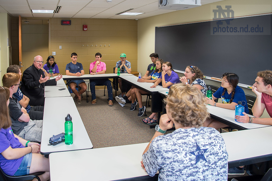 August 20, 2016; Rev. Bill Lies, C.S.C. welcomes first year students to the Moreau First Year Experience class during Welcome Weekend 2016. (Photo by Matt Cashore/University of Notre Dame)