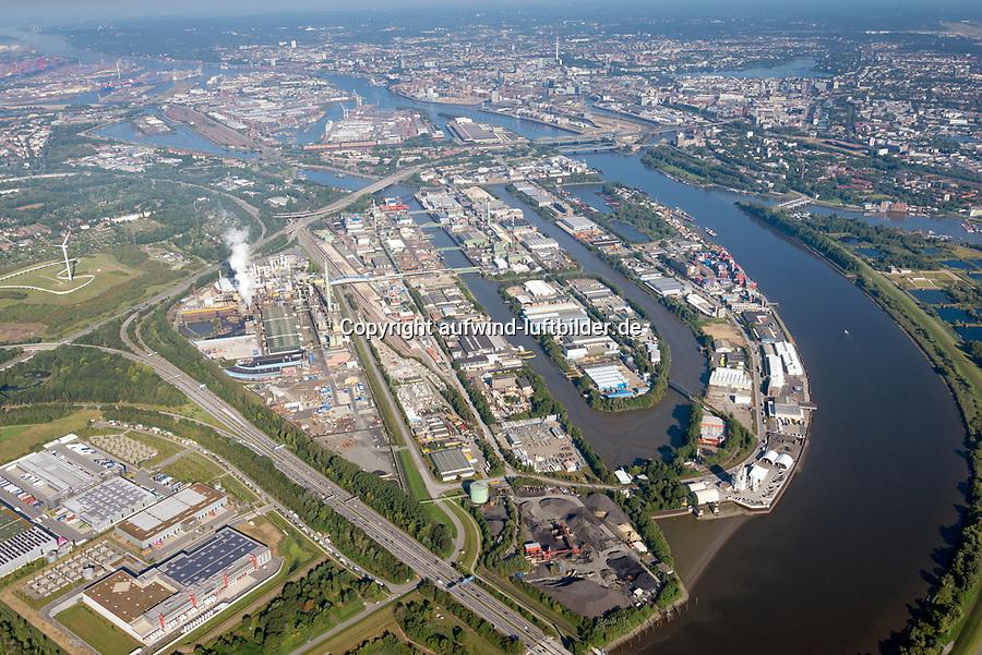 Peute: EUROPA, DEUTSCHLAND, HAMBURG, (EUROPE, GERMANY), 30.08.2020: Die Peute ist ein zum Stadtteil Veddel gehoerendes Industriegebiet in Hamburg. Die Binneninsel Peute liegt zwischen den Elbbruecken, gegenueber von Rothenburgsort und direkt an der Norderelbe. 40 Prozent des Gelaendes ist Werksgelaende der Aurubis AG (frueher Norddeutsche Affinerie AG), eines der groessten Arbeitgeber Hamburgs. Verwaltet wird die Peute von der Hamburg Port Authority (HPA), da sie zum Hafengebiet gezaehlt wird.