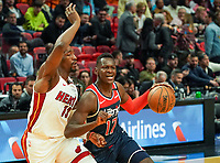 Isaac Bonga (G/F, Washington Wizards, #17) gegen Bam Adebayo (C/F Miami Heat, #13) - 22.01.2020: Miami Heat vs. Washington Wizards, American Airlines Arena
