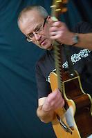 Fest noz de l'association passe moi le celte..Guitariste