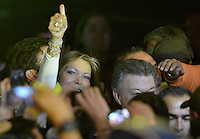 BOGOTÁ -COLOMBIA. 15-06-2014. Maria Clemecia Rodriguez esposa de Juan Manuel Santos candidato por el partido de La Unidad Nacional, levanta su pulgar en señal de victoria tras ganar las eleccciones presidenciales para el período constitucional 2014-18 en Colombia. Santos veció a Oscar Ivan Zuluaga del partido Centro Democratico. La segunda vuelta de la elección de Presidente y vicepresidente de Colombia se cumplió hoy 15 de junio de 2014 en todo el país./ Maria Clemecia Rodriguez esposa de Juan Manuel Santos candidate by National Unity party raises her tumb in victory sign after wininning the Presidential elections for the constitutional period 2014-15 in Colombia. Santos defeated  to Oscar Ivan Zuluaga by Democratic Center party. The second round of the election of President and vice President of Colombia that took place today June 15, 2014 across the country. Photo: VizzorImage/ Gabriel Aponte / Staff