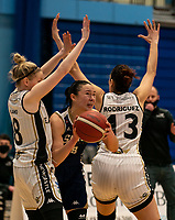 Renee Busch of Sevenoaks Suns splits the Eagles defence during the WBBL Championship match between Sevenoaks Suns and Newcastle Eagles at Surrey Sports Park, Guildford, England on 20 March 2021. Photo by Liam McAvoy