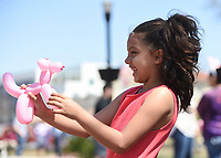 Jonni Crite, 5, of Bella Vista (from left)at a balloon animal, Sunday, April 4, 2021 at the downtown square in Bentonville. Check out nwaonline.com/210405Daily/ for today's photo gallery. <br /> (NWA Democrat-Gazette/Charlie Kaijo)
