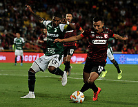 BOGOTÁ-COLOMBIA, 13-01-2020: Jhon Velásquez de Independiente Santa Fe y Juan Camilo Angulo de Deportivo Cali disputan el balón, durante partido entre Independiente Santa Fe y Deportivo Cali, por el Torneo ESPN 2020, jugado en el estadio Nemesio Camacho El Campin de la ciudad de Bogotá. / Jhon Velasquez of Independiente Santa Fe and Juan Camilo Angulo of Deportivo Cali struggle for the ball, during a match between Independiente Santa Fe and Deportivo Cali, for the ESPN Tournament 2020, played at the Nemesio Camacho El Campin stadium in the city of Bogota. Photo: VizzorImage / Luis Ramírez / Staff.