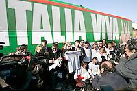 """Attivisti del Partito Democratico posano davanti al pullman che accompagnera' il leader e candidato premier Walter Veltroni nel suo tour elettorale in giro per l'Italia, davanti alla sede del partito a Roma, 15 febbraio 2008..Democratic Party's activists pose near the electoral campaign bus, in front of the party's headquarters in Rome, 15 february 2008. Writing on the bus reads: """"Italy Alive"""" as a play on words on """"Viva L'Italia"""" (Long Live Italy). Candidate premier Walter Veltroni will cover by the bus the Italian territory for his electoral tour. Political elections are scheduled on next 13 and 14 april..UPDATE IMAGES PRESS/Riccardo De Luca"""