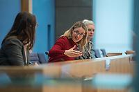 """Die Vorsitzende Deutscher Ethikrat, Prof. Dr. Alena Buyx (im Bild 2.vl.), ihr Kollege Prof. Dr. Dr. h.c. Volker Lipp, Stellvertretender Vorsitzender des Deutschen Ethikrates sowie Prof. Dr. Dr. Sigrid Graumann, Sprecherin der AG Pandemie des Deutschen Ethikrates (im Bild 1.vl.) stellten am Donnerstag den 4. Februar 2021 in Berlin ihre Ad-Hoc-Empfehlung """"Besondere Regeln fuer Geimpfte?"""" vor.<br /> 4.2.2021, Berlin<br /> Copyright: Christian-Ditsch.de"""