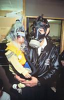 - civilians in an antiaircraft shelter under alarm for Iraqui missiles during gulf war of 1991....- civili in un rifugio antiaereo sotto allarme per missili iracheni durante la guerra del golfo del 1991