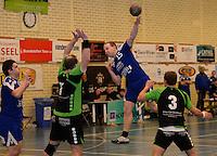 HBC Izegem -  Desselgemse Handbal : Karel Vangroenweghe (midden) met de aanval voor Izegem voor de verdedigende Wim Verschaeve (7) en Jo Vandenborre (3) <br /> foto VDB / BART VANDENBROUCKE