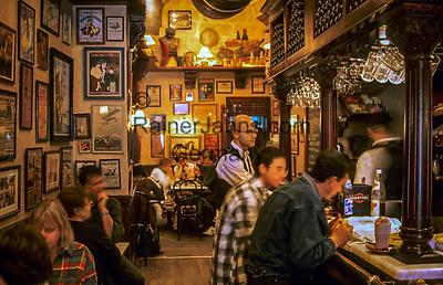 Malta, Insel Gozo, Victoria: Cafe am Independence Square - beliebter Treffpunkt | Malta, Island Gozo, Victoria: cafe at Independence Square - popular meeting place