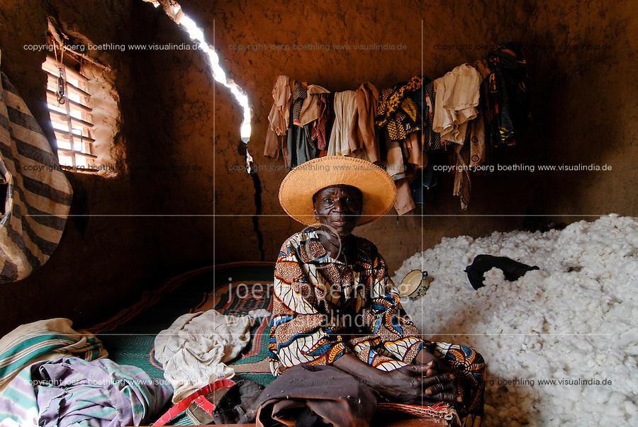 Burkina Faso , fair trade and organic cotton project, farmer Boukoungou Wenneda of cooperative UNPCB in village Kayao near Ouagadougou / Burkina Faso fairtrade und Biobaumwolle Projekt