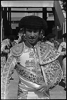 20 Juin 1971. Vue de l'entrée du torero Falcon dans les arènes de Toulouse.