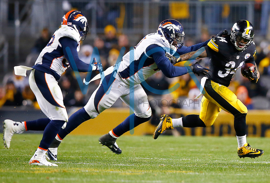 DeAngelo Williams #34 of the Pittsburgh Steelers carries the ball around the Denver Broncos defense in the second half during the game at Heinz Field on December 20, 2015 in Pittsburgh, Pennsylvania. (Photo by Jared Wickerham/DKPittsburghSports)