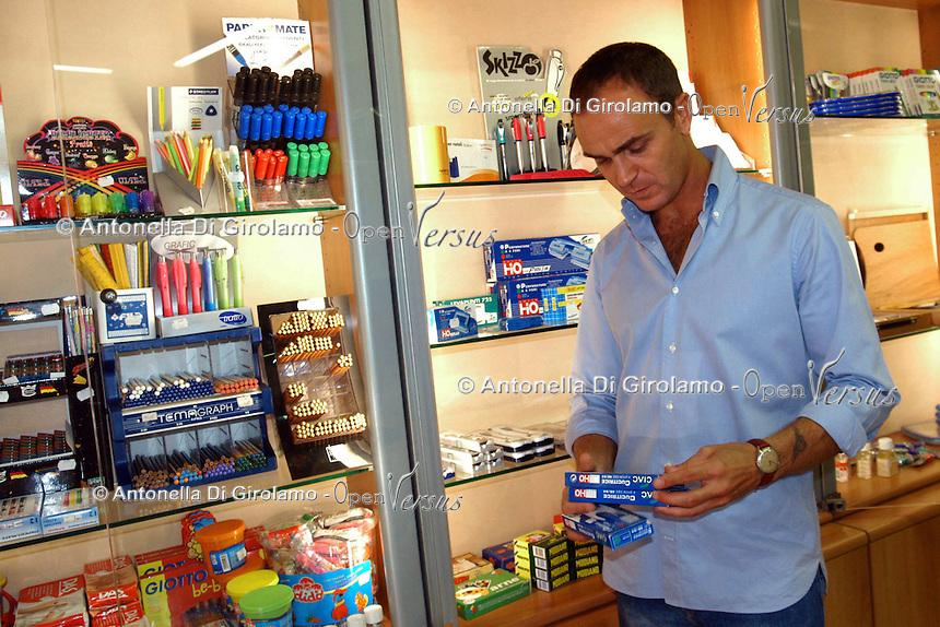 Negozio di cartoleria. Stationery store....