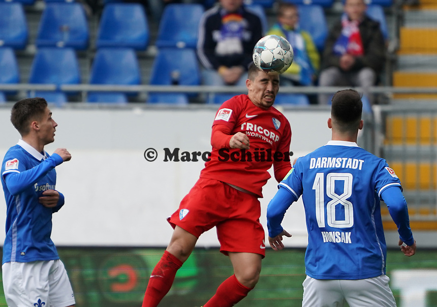 Danilo Soares (VfL Bochum) klärt - 07.03.2020: SV Darmstadt 98 vs. VfL Bochum, Stadion am Boellenfalltor, 2. Bundesliga<br /> <br /> DISCLAIMER: <br /> DFL regulations prohibit any use of photographs as image sequences and/or quasi-video.