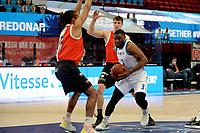 31-03-2021: Basketbal: Donar Groningen v ZZ Feyenoord: Groningen , Donar speler Jarred Ogungbemi-Jackson met Feyenoord speler Raidell de Pree
