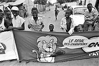 - Senegal, arrival of a cycle race in the Mbour Village....- Senegal, arrivo di una corsa ciclistica nel villaggio di Mbour