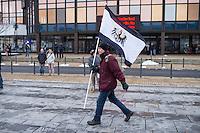 Etwa 150 Anhaenger der sogenannten Hoygida, ein Ableger rechten Pegida-Bewegung im saechsischen Hoyerswerda, versammelten sich am Samstag den 24. Januar 2015 in der Kleinstadt zu einer Demonstration gegen eine angebliche Islamisierung Deutschlands.<br /> Etwa 100 der Veranstaltungsteilnehmer waren militante Neonazis und Hooligans aus Sachsen und Brandenburg.<br /> Im Bild: Ein Rechter mit der Flagge des Koenigreich Preussen von 1892 bis 1918.<br /> 24.1.2015, Hoyerswerda<br /> Copyright: Christian-Ditsch.de<br /> [Inhaltsveraendernde Manipulation des Fotos nur nach ausdruecklicher Genehmigung des Fotografen. Vereinbarungen ueber Abtretung von Persoenlichkeitsrechten/Model Release der abgebildeten Person/Personen liegen nicht vor. NO MODEL RELEASE! Nur fuer Redaktionelle Zwecke. Don't publish without copyright Christian-Ditsch.de, Veroeffentlichung nur mit Fotografennennung, sowie gegen Honorar, MwSt. und Beleg. Konto: I N G - D i B a, IBAN DE58500105175400192269, BIC INGDDEFFXXX, Kontakt: post@christian-ditsch.de<br /> Bei der Bearbeitung der Dateiinformationen darf die Urheberkennzeichnung in den EXIF- und  IPTC-Daten nicht entfernt werden, diese sind in digitalen Medien nach §95c UrhG rechtlich geschuetzt. Der Urhebervermerk wird gemaess §13 UrhG verlangt.]