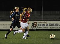 Club Brugge Vrouwen - PSV Eindhoven :<br /> <br /> Silke Demeyere (L) in achtervolging op Kika van Es (R)<br /> <br /> foto Dirk Vuylsteke / Nikonpro.be