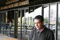 SAO PAULO, SP, 23 DE JUNHO DE 2013 -  CASO BIANCA CONSOLI. O tio de Bianca, Luiz Bicudo chega para o julgamento do motoboy Sandro Dota, no Fórum Criminal da Barra Funda em São Paulo, SP, nesta terça-feira (23). Ele é acusado de matar a estudante Bianca Consoli, 19 anos, em setembro de 2011. FOTO: MAURICIO CAMARGO / BRAZIL PHOTO PRESS
