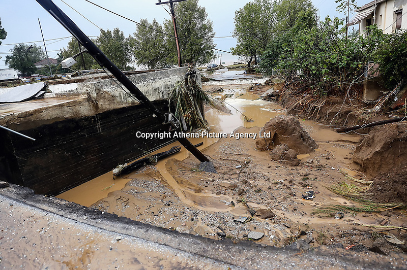 Part of a road gave way in Nea Mihaniona