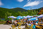 Deutschland, Bayern, Niederbayern, Naturpark Bayerischer Wald: das Seehaeusl am Kleinen Arbersee, im Hintergrund der Grosse Arber | Germany, Bavaria, Lower-Bavaria, Nature Park Bavarian Forest: restaurant Seehaeusl at Little Arber Lake, at bakcground The Great Arber mountain