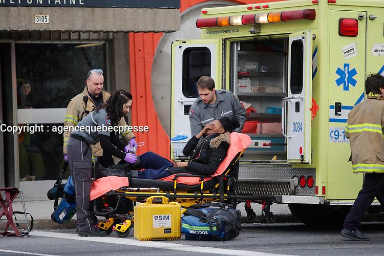 pOMPIERS ET ambulanciier au travail - archives 2013<br /> <br /> PHOTO :  Agence Quebec Presse