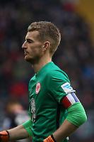 Lukas Hradecky (Eintracht) mit Trauerflor fuer die Opfer von Paris - Eintracht Frankfurt vs. Bayer 04 Leverkusen, Commerzbank Arena