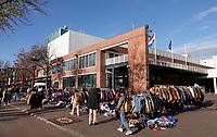Nederland  Amsterdam  2020.   Stopera. Herinrichting Waterlooplein. De markt is tijdelijk verplaatst naar de andere kant van de Stopera.  Foto : ANP/ HH / Berlinda van Dam
