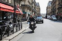 TOM CRUISE - TOURNAGE DE 'MISSION IMPOSSIBLE 6' DANS LES RUES DU 1ER ARRONDISSEMENT DE PARIS, FRANCE, LE 04/05/2017.
