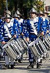 Italien, Suedtirol, Meran: Trachtenumzug waehrend des Traubenfestivals, Trachtengruppe, Trommler | Italy, South-Tyrol, Alto Adige, Merano: parade in traditional costumes during wine festival, drummer