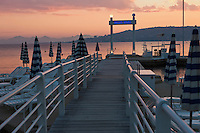 Europe/France/Provence-Alpes-Côte d'Azur/06/Alpes-Maritimes/Antibes/Juan-les-Pins: Hôtel Belle Rives- La plage privée et son ponton au crépuscule