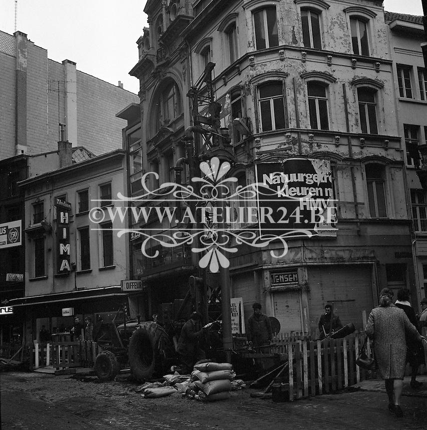 Maart 1973. Werken aan de Schoenmarkt in Antwerpen.