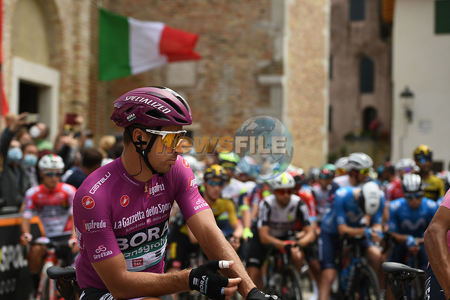 Maglia Ciclamino Peter Sagan (SVK) Bora-Hansgrohe lines up for the start of Stage 15 of the 2021 Giro d'Italia, running 147km from Grado to Gorizia, Italy. 23rd May 2021.  <br /> Picture: LaPresse/Marco Alpozzi | Cyclefile<br /> <br /> All photos usage must carry mandatory copyright credit (© Cyclefile | LaPresse/Marco Alpozzi)