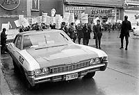 Sujet : Grevistes<br /> Date : novembre 1968<br /> Photographe : Photo Moderne