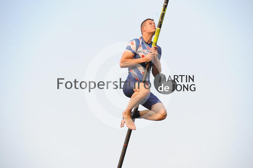 FIERLJEPPEN: BUITENPOST: 03-06-2016, Topklasse Fierljeppen, ©foto Martin de Jong