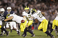 State College, PA - October 14, 2006:  Michigan quarterback Chad Henne (7) hands the ball to running back Mike Hart (20) during the game against Penn State at Beaver Stadium on October 14, 2006, in State College, PA.  Michigan defeated Penn State by a score of 17-10.  (PHOTO BY: Joe Rokita / JoeRokita.com)