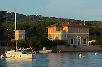 Europe/Provence-Alpes-Côte d'Azur/83/Var/Iles d'Hyères/Ile de Porquerolles: Le port