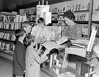 La raconteuse, Tante Lucille en visite a Quebec<br /> , le  28 juin 1968<br /> <br /> Photographe: Photo Moderne<br /> - Agence Quebec Presse