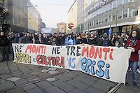 - Milano, manifestazione di protesta degli studenti contro la crisi economica e la finanza internazionale<br /> <br /> - Milan, students protest against the economic crisis and international finance