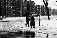 Chute de Neige et pluie verglacante, Novembre 1972 (date exacte inconnue)<br /> <br /> PHOTO : Agence Quebec Presse -  Alain Renaud