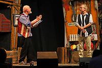 """Gross-Gerau 24.08.2017: Volk im Schloss<br /> Gerd Knebel und Henni Nachtsheim beim Auftritt von Badesalz mit dem Stück """"Dö Chefs""""<br /> Foto: Vollformat/Marc Schüler, Schäfergasse 5, 65428 R'heim, Fon 0151/11654988, Bankverbindung KSKGG BLZ. 50852553 , KTO. 16003352. Alle Honorare zzgl. 7% MwSt."""